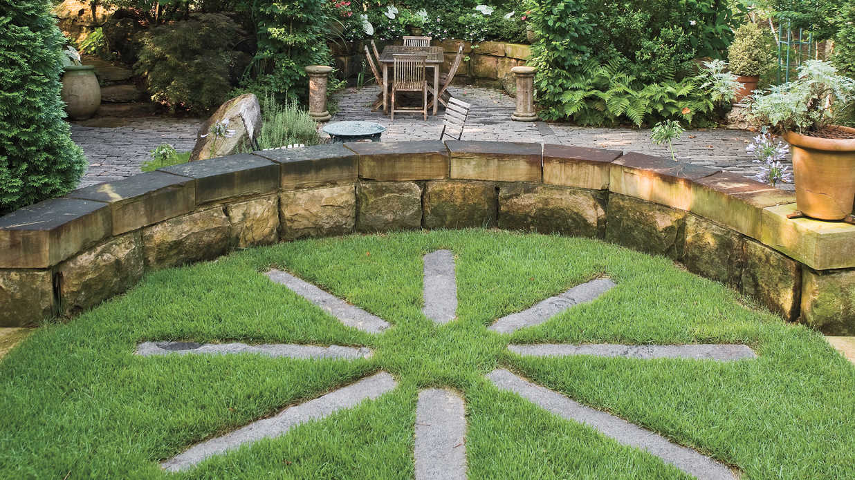 Stone starburst lakeside garden design ideas southern for Sd garden designs