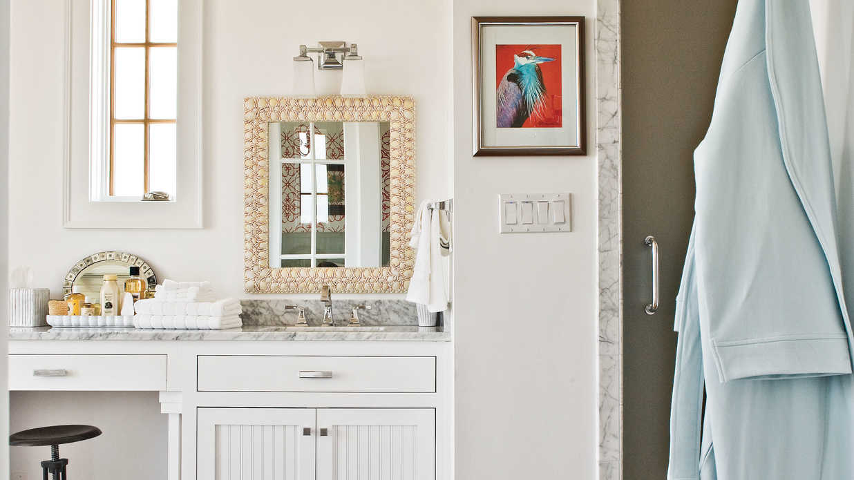 Southern Living Bathroom Decorating Ideas : Crisp bathroom beach inspired decorating