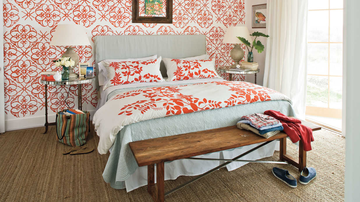 Colorful beach bedroom decorating ideas southern living for Small main bedroom decor ideas
