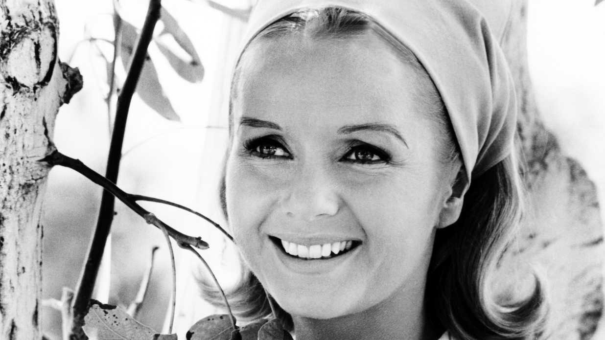 Get Debbie Reynolds' Girl-Next-Door Look