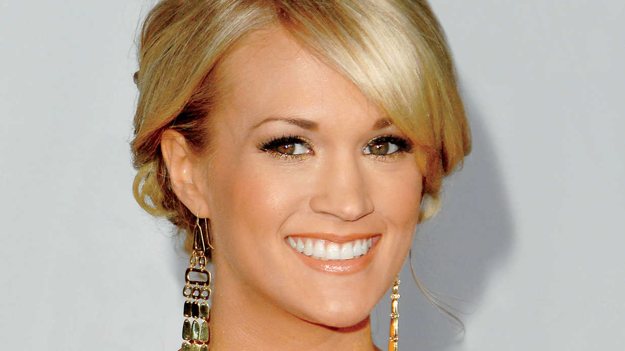 Get Carrie Underwood's Holiday Look