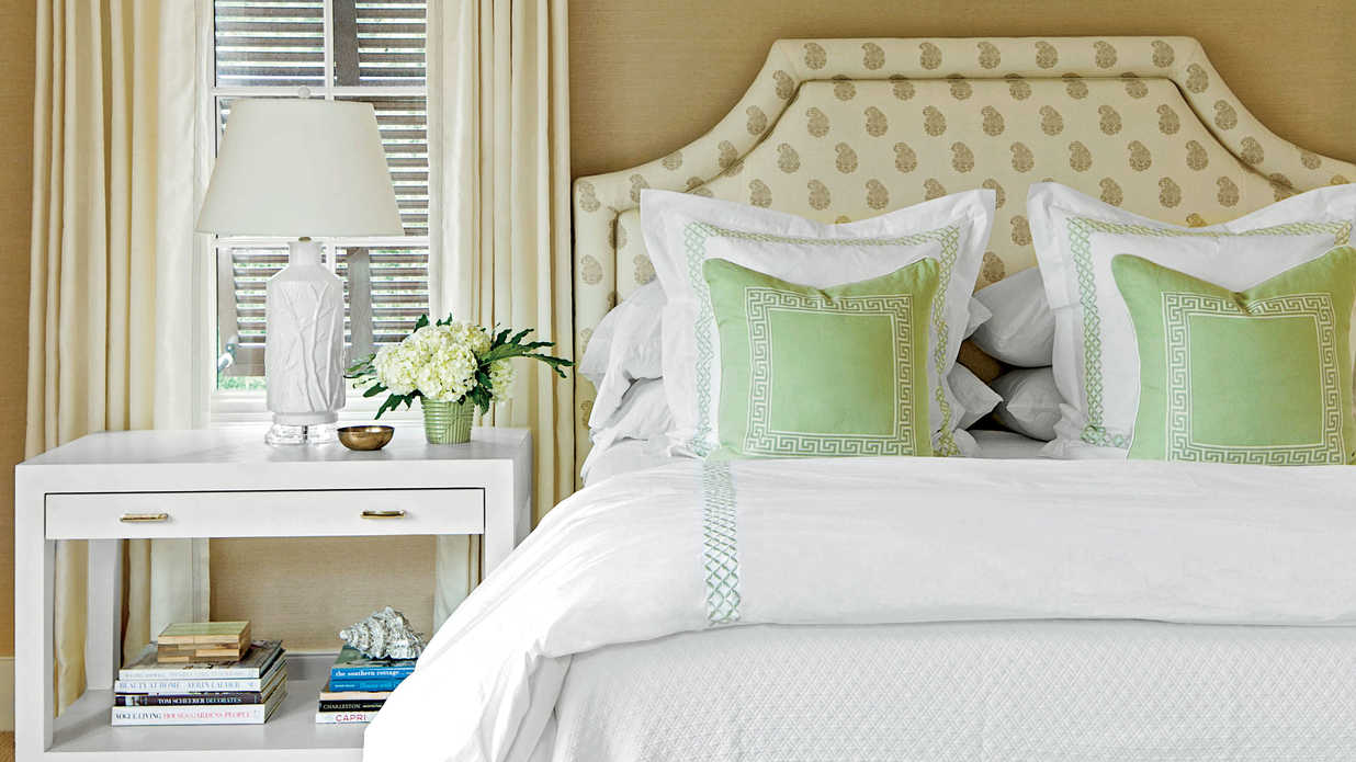 Master bedroom decorating ideas southern living for Southern style bedroom