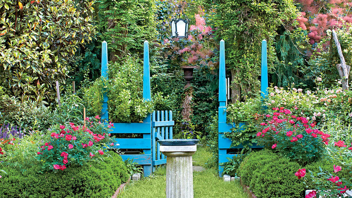 Divided Spaces An Entertainer 39 S Garden Southern Living
