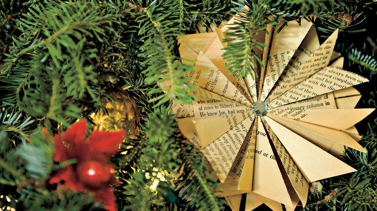 10 Ways to Personalize Christmas Ornaments