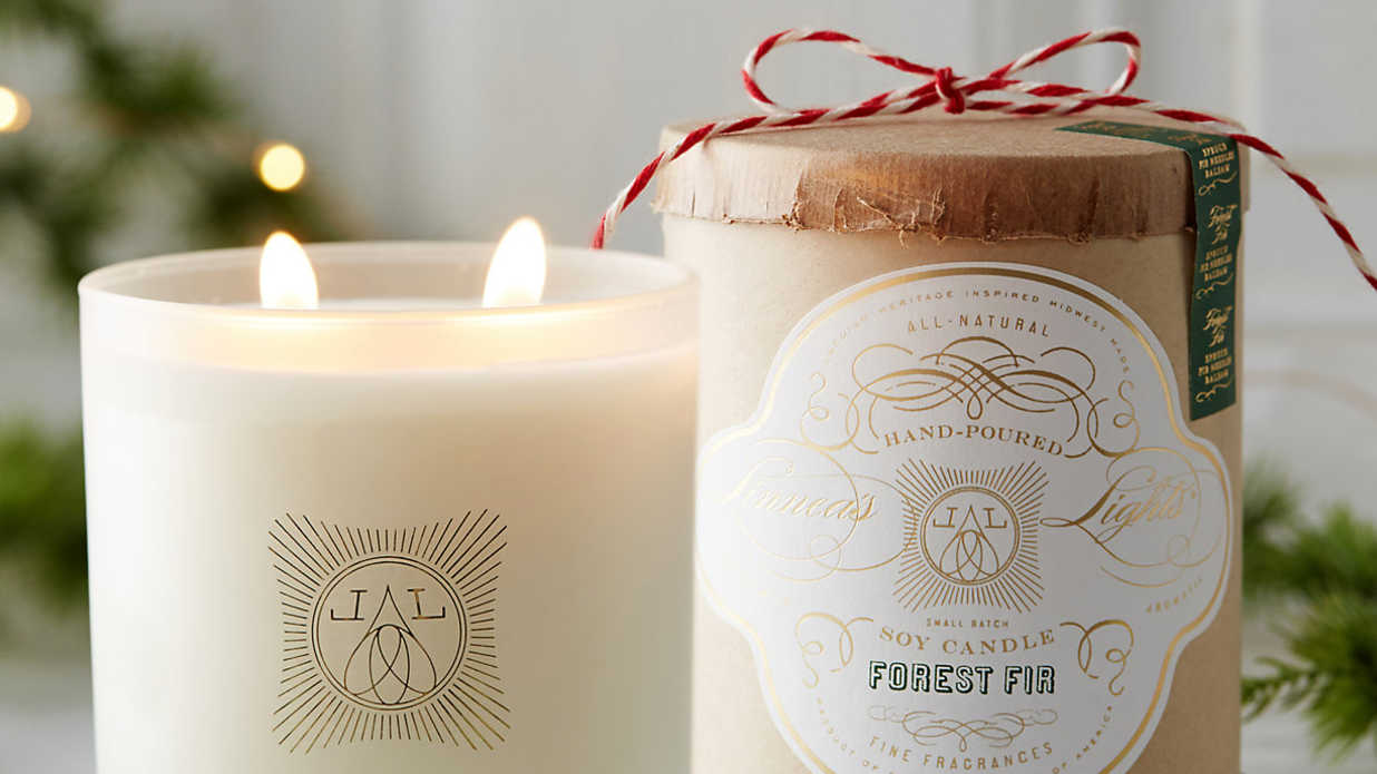 12 Candles that Smell Like Christmas