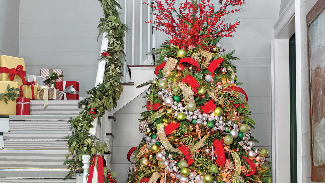 Decorate Your Tree in Five Easy Steps