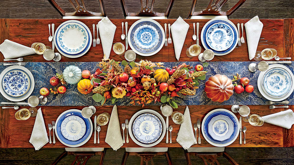 the best thanksgiving setting for your table shape southern living. Black Bedroom Furniture Sets. Home Design Ideas