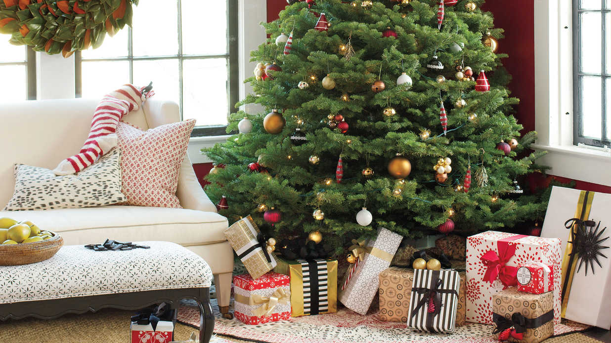 Get The Look: Traditional Holiday Cheer