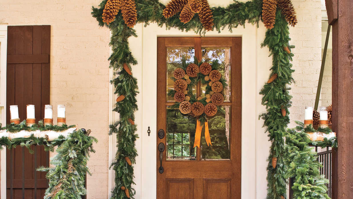 Spectacular holiday entry and christmas door decorations for Front door styles 2016