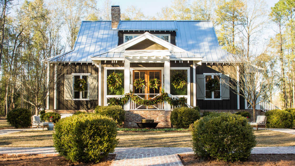 Dreamy house plans built for retirement southern living for One story retirement house plans