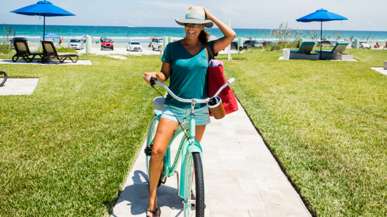 7 Things Every Southern Woman Needs to Carry In Her Purse This Summer