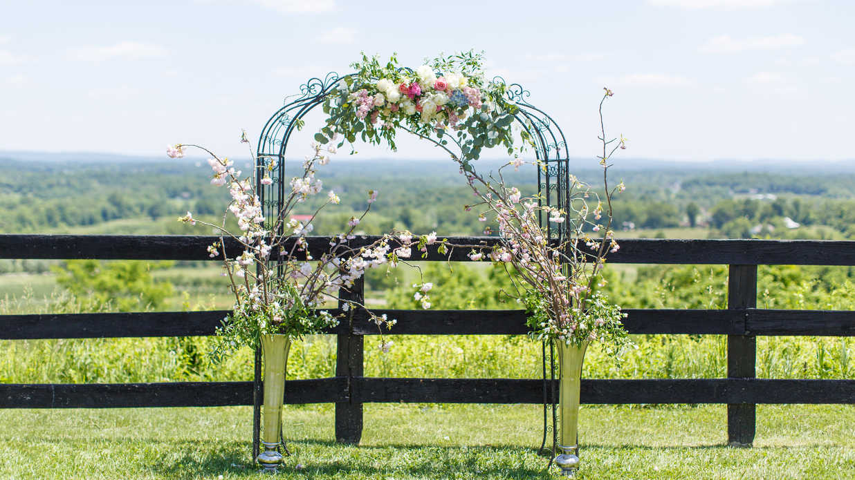 This Romantic Virginia Vineyard Wedding Has the Perfect Rustic Touches