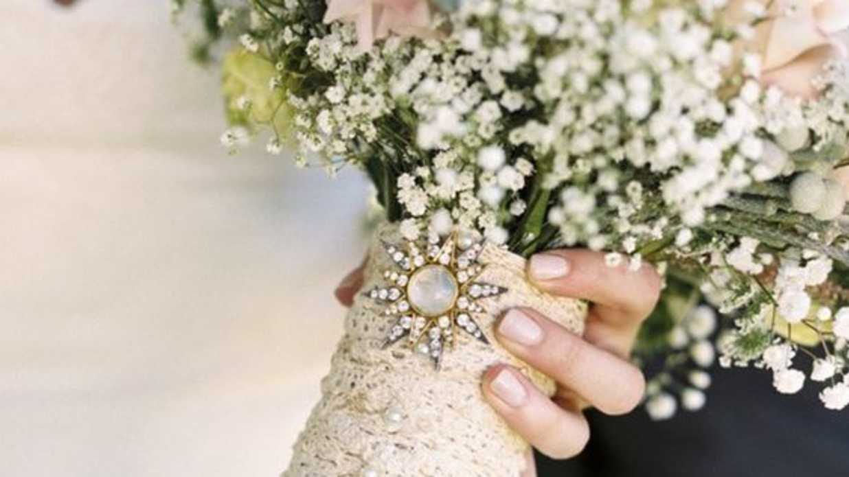How To Incorporate Vintage Jewelry Into Your Bridal Look