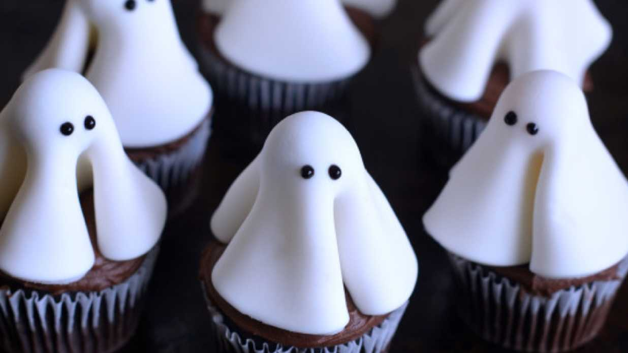 Easy Ghost Cupcakes for Your Next Halloween Party