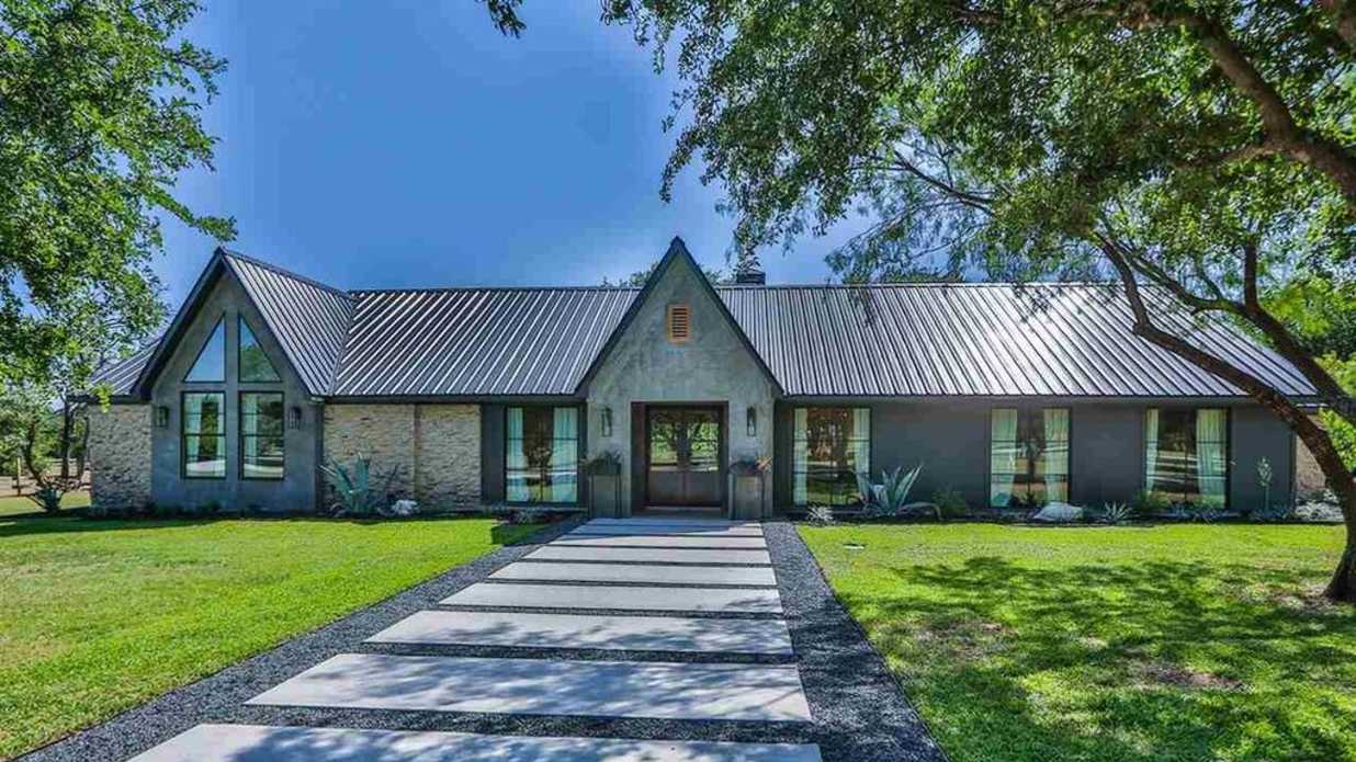 This Beautiful 39 Fixer Upper 39 Home Could Be Yours