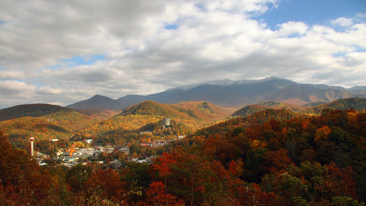 Summertime Small Towns That Are Even Better in Fall