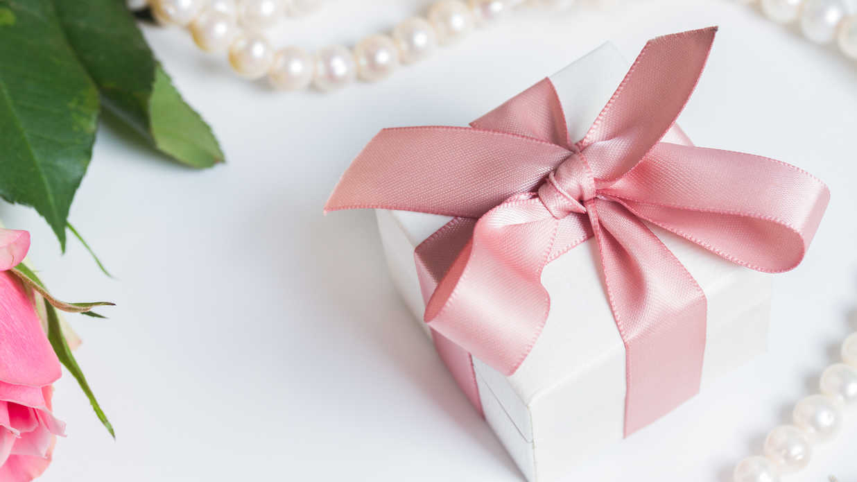 Must You Send a Gift If You Don\'t Attend a Wedding? - Southern Living