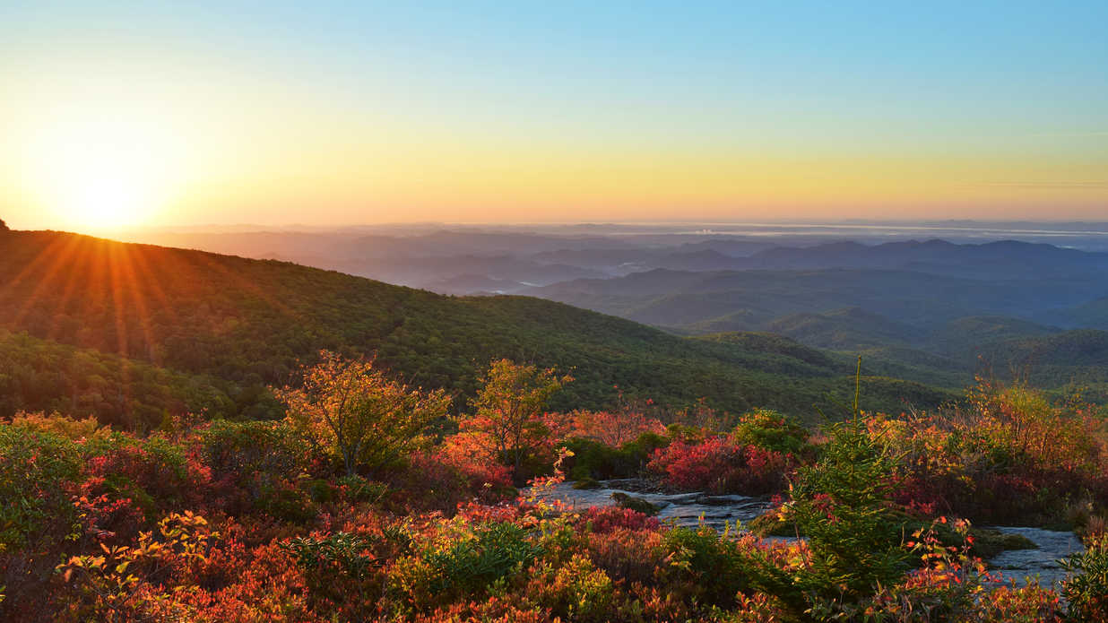 10 Budget-Friendly Girlfriend Getaways for Fall