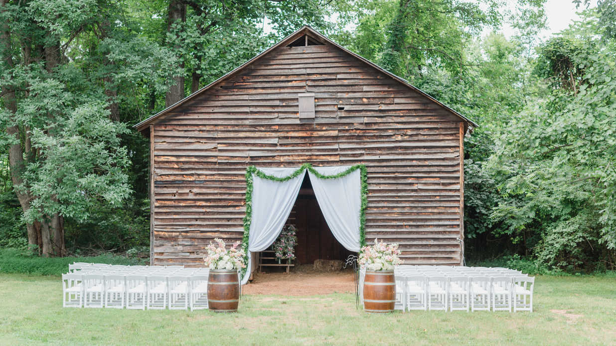 This DIY Bride Dressed Her Barnyard Bash In Beautiful Rustic Details