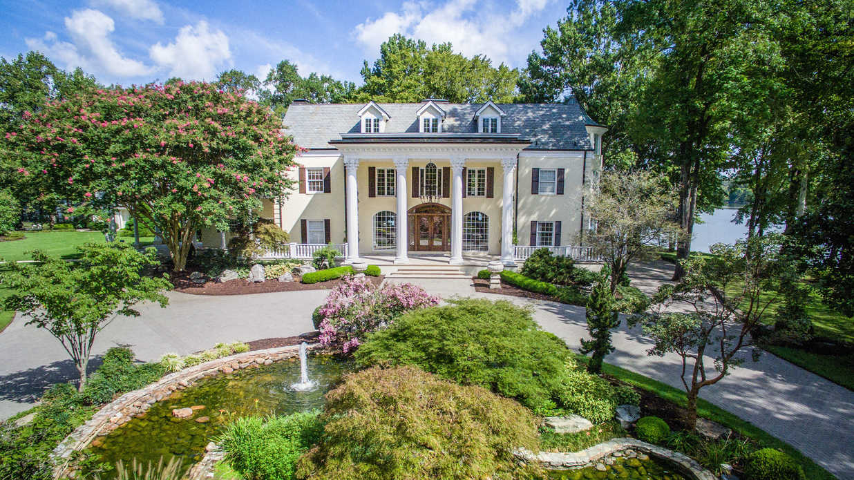 Reba's Former Home Is Back On The Market – And You Must See Inside