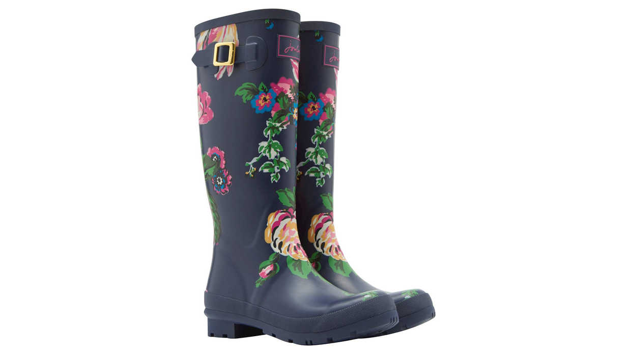 b19d704fca1 15 Adorable Boots for Rainy Days