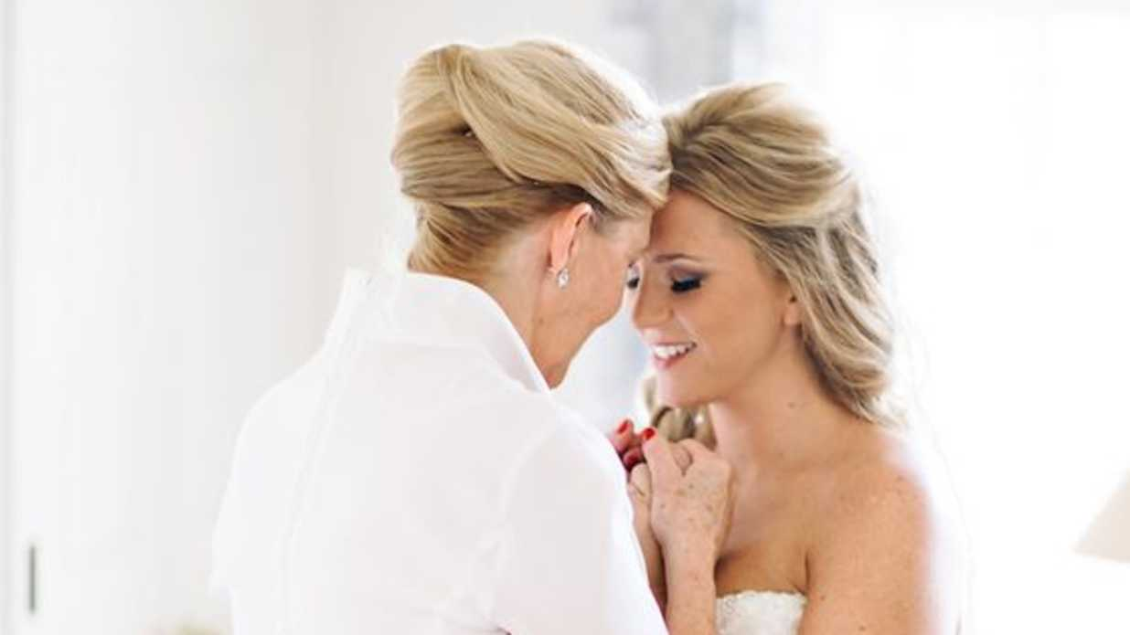 3f892611195 Elegant Mother of the Bride Hairstyles