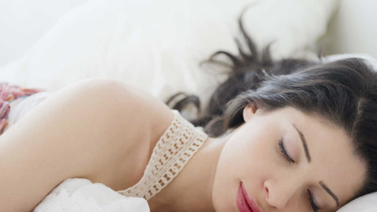 4 Ways to Style Your Hair While You Sleep