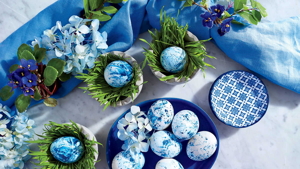 The Can't-Be-Beat Blue and White Table For a Classic Easter