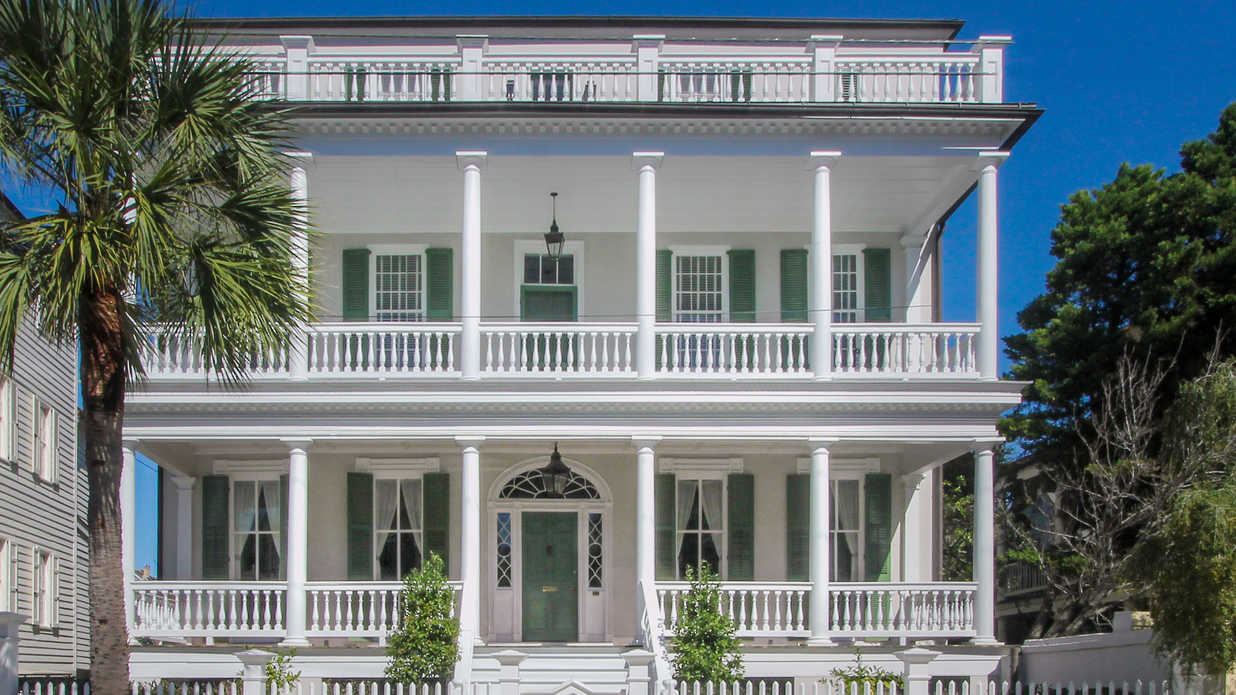 This Historic Charleston Home on The Battery Is What Southern Dreams Are Made Of