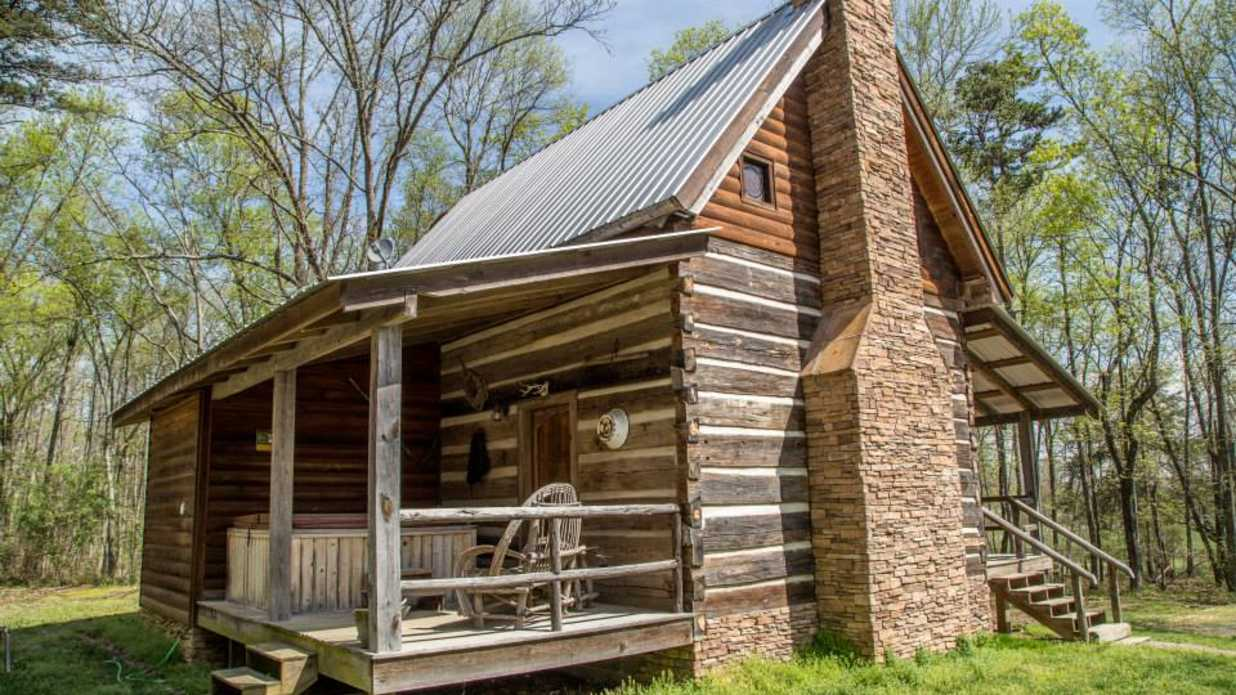 Alabama Couple Painstakingly Restores 6 Pioneer Log Cabins to Create The Ultimate Mountain Getaway