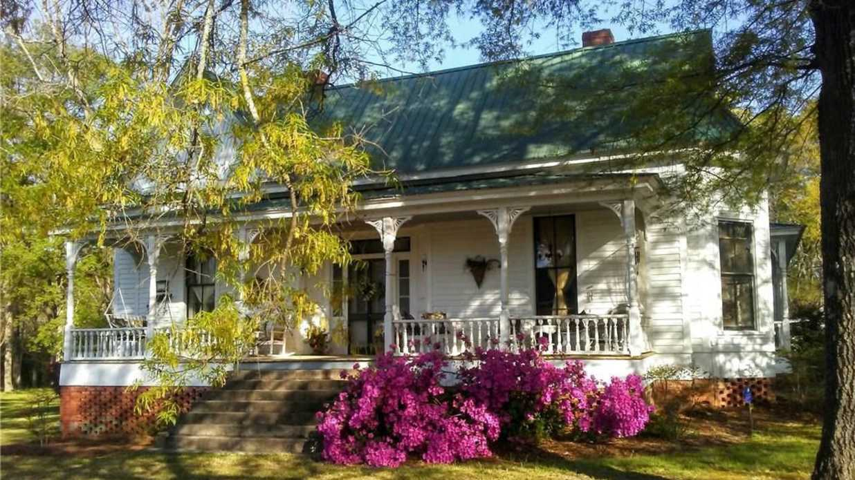 The Most Charming Cottage for a Summer in South Carolina