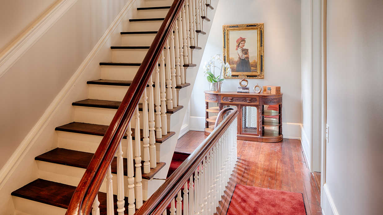 This Downtown Savannah Home Blends Historic Charm with Modern Amenities