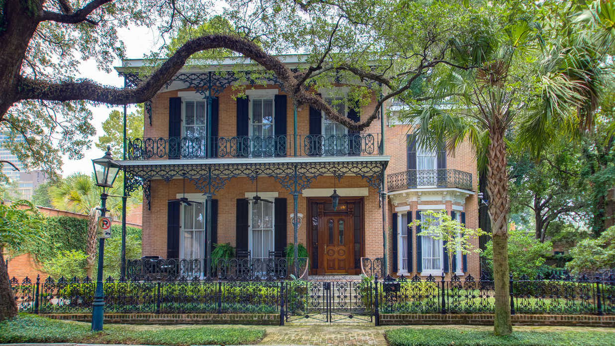 Calling All Southern Hostesses: This Historic Mobile Gem Is an Entertainer's Dream