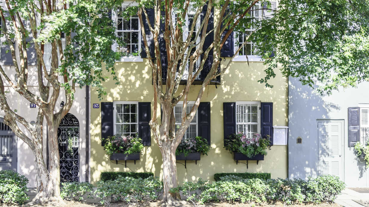 Take a Look Inside One of Charleston's Iconic Rainbow Row Homes
