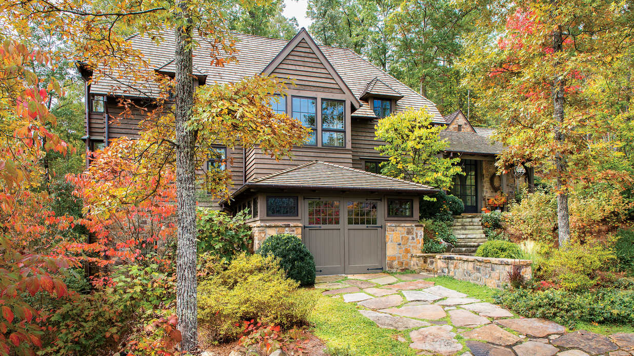 Head to the Mountains! Catch Fall Color at this Tennessee Cabin