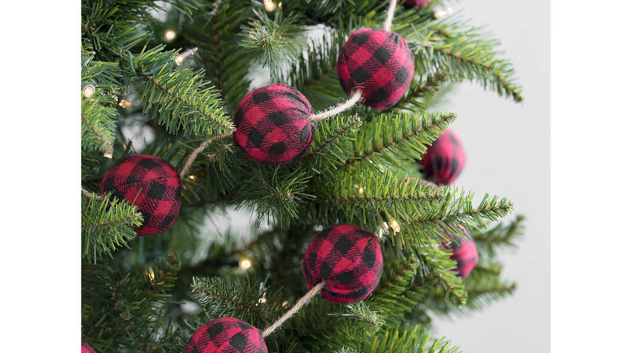 The Best Buffalo Plaid Christmas Décor
