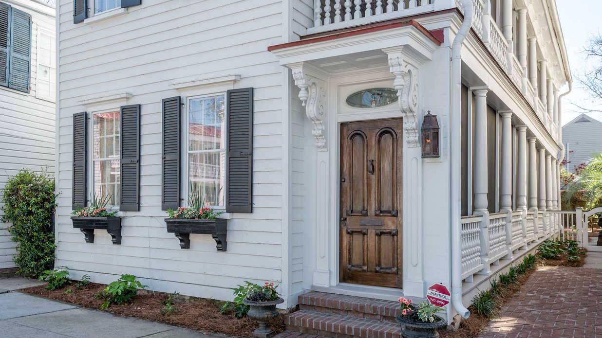 Take a Look Inside One of Charleston's Quintessential Single Houses