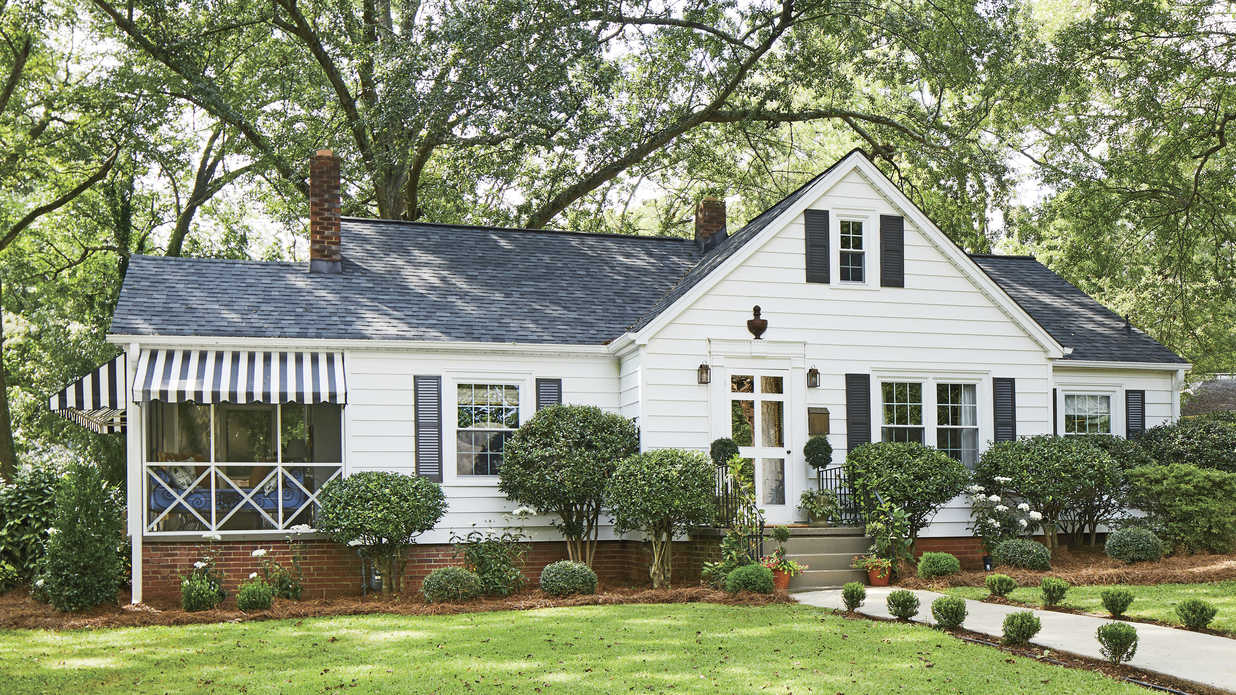 This South Carolina Cottage is Bursting With Charm, Color, and Personality