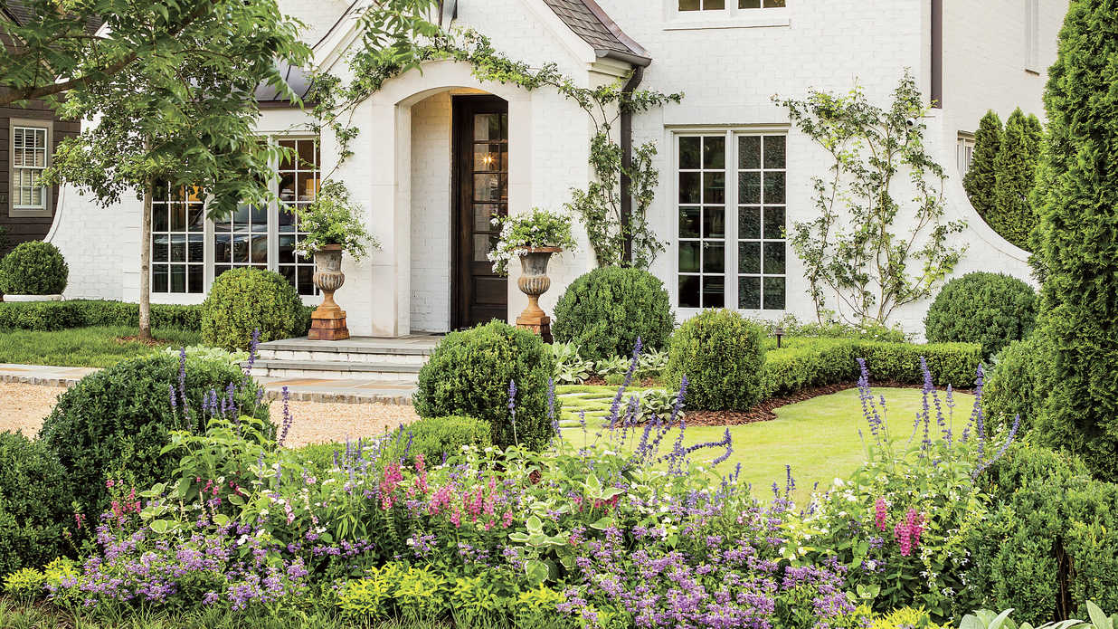How Landscaping Added Instant Charm to this New Birmingham Home