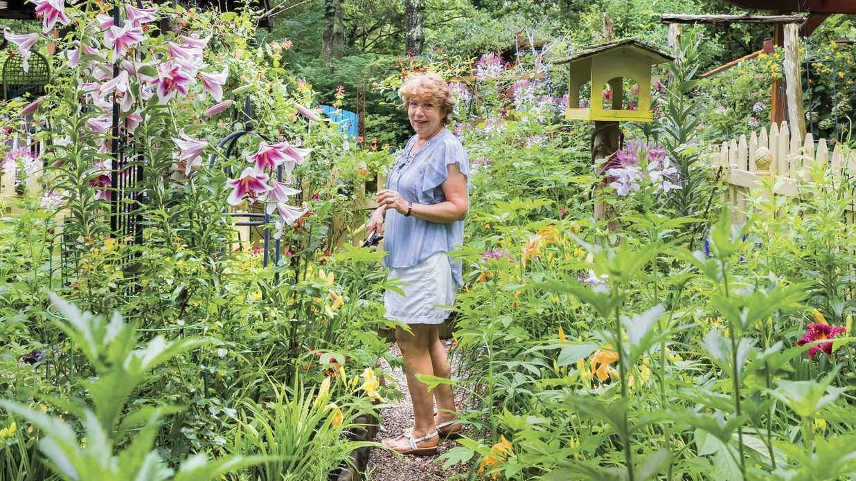 This Low-Maintenance Kentucky Garden is Bursting with Color