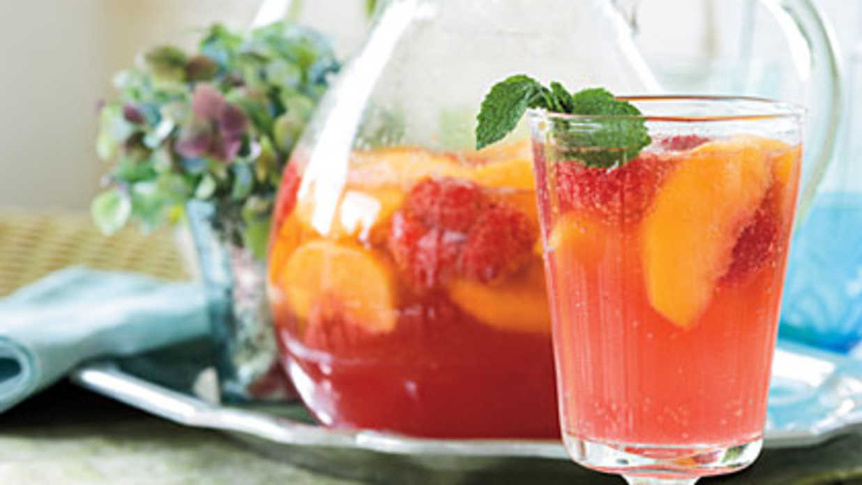 Carolina Peach Sangria Recipe
