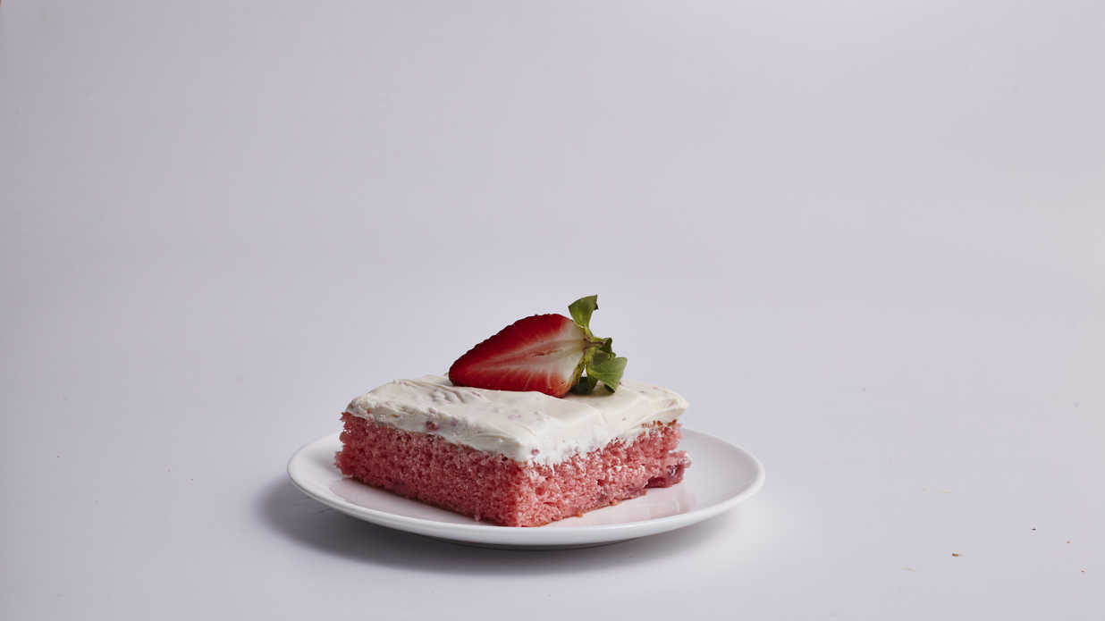 Fresh Strawberry Sheet Cake Recipe