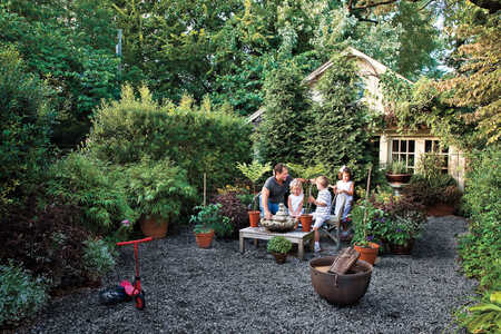 Budget-Friendly Backyard Landscaping: Graveled Courtyard