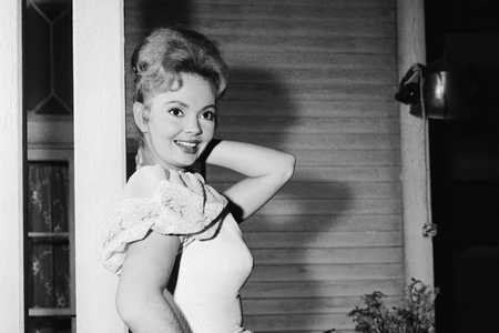 Jeannine Riley as Billie Jo Bradley