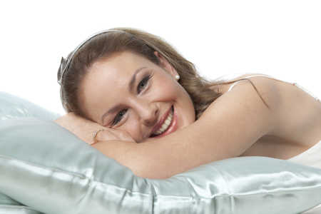 lady sleeping on silk pillow