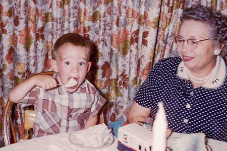 grandmother-grandchildren-eating-cake