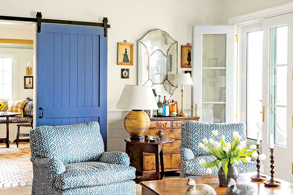 Wonderful Living Room With Blue Barn Door Design Ideas