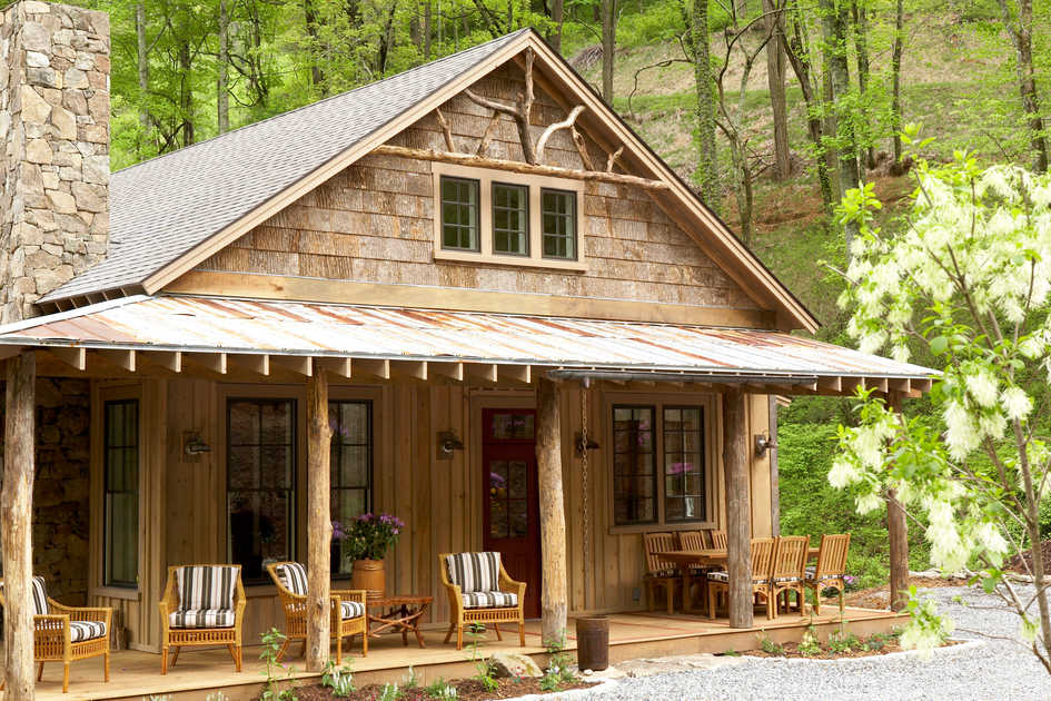 Whisper mountain home tour southern living for Mountain cottage home plans