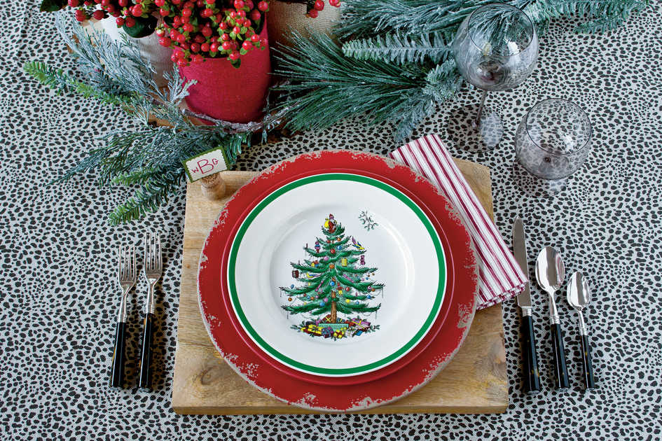 Holiday Table Settings & Christmas and Holiday Decorating Ideas: Table Settings - Southern Living