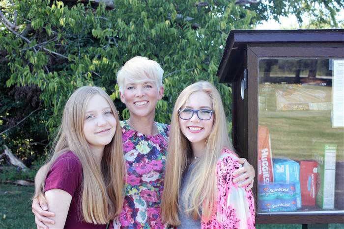 Jessica McClard with Daughters
